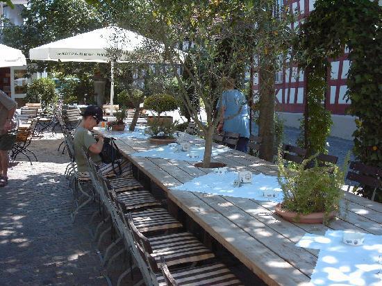 Gasthaus Hirschen: Romantischer Restaurantgarten