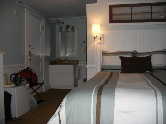 Vineyard Square Hotel & Suites: Room 402
