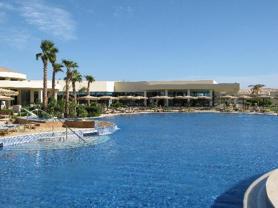 Maritim Jolie Ville Royal Peninsula Hotel & Resort: Enormous pool
