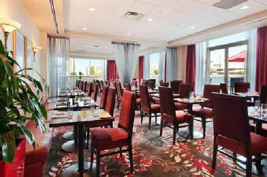Hilton Vancouver Metrotown: Reflect Social Dining & Lounge is our on-site restaurant, which features a delicious menu and ch