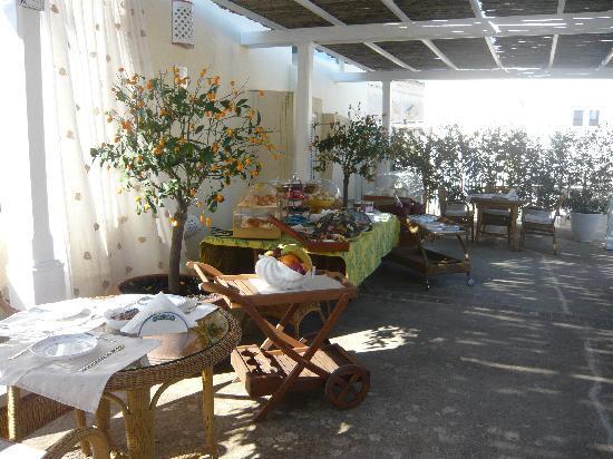 Relais Corte Palmieri: Fruehstueck auf der Terrasse
