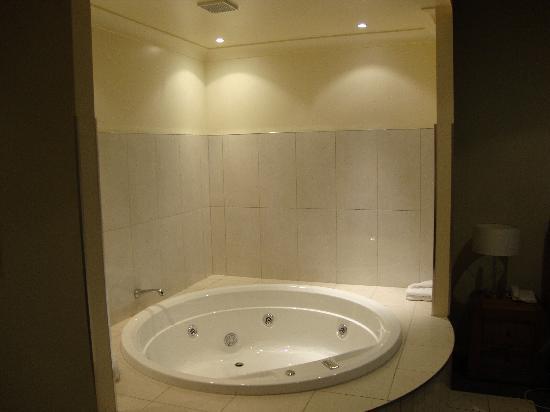 ذا ناتويلوس نابير: Spa Bath