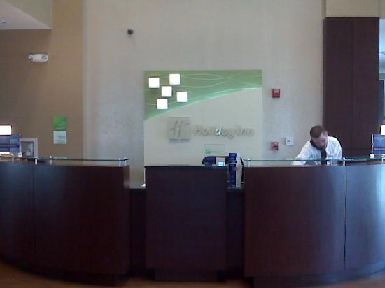 Holiday Inn & Suites Columbia - Airport: front desk