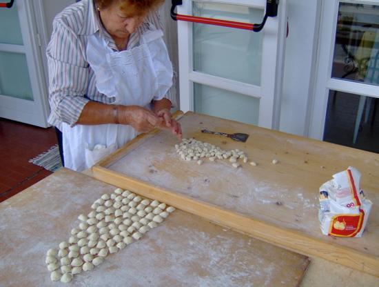 La Locanda della Castellana : Mama making pasta