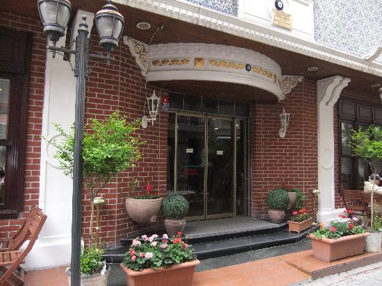 Hotel Sapphire: Hotel entrance