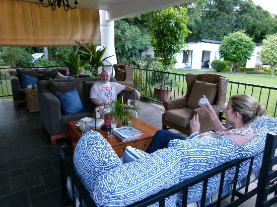 Plumbago Guest House: Outdoor Living Room
