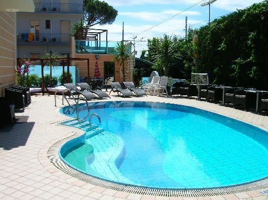 Hotel Mediterraneo Club Benessere : La piscina