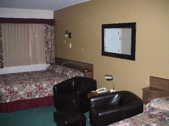 Travellers Motel: 2 Queen Bed Unit