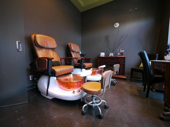 Voda Spa: Pedicure Chairs