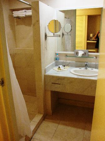 Hotel Fortin Plaza: Salle de bain