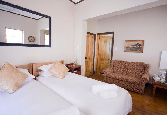 Camdeboo Cottages: Twin beds or a Double bed available upon request