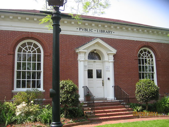‪Edgartown Public Library‬