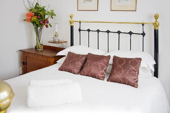 Camdeboo Cottages: Double bed or twin beds available upon request