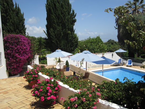 Quinta Bonita Luxury Boutique Hotel: View of Quinta Bonita pool