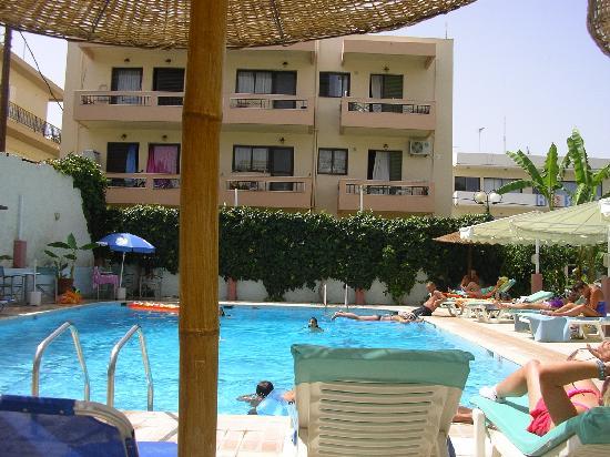 Astron Hotel : Pool