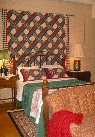 Rooster Hill Bed & Breakfast: ROOM #1 - Queen Bed
