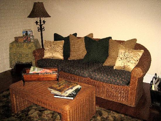 Rooster Hill Bed & Breakfast: Room #2 - Couch