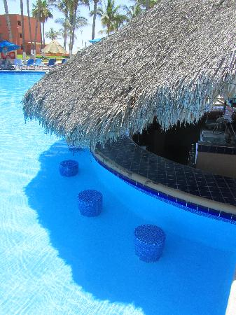 Holiday Inn Resort Los Cabos All-Inclusive: Swim up bar