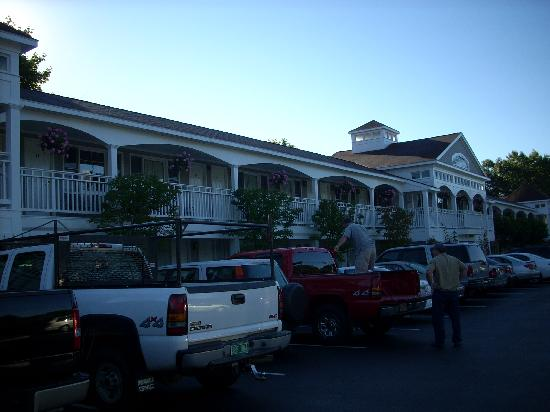 Meadowmere Resort: Front view of Country Squire Building
