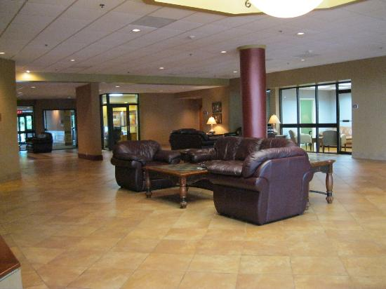 Holiday Inn Johnson City: Lobby