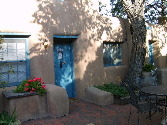 Inn at Pueblo Bonito Santa Fe : Massive adobe estate built in 1860- well preserved and authentically reflective of New Mexico.