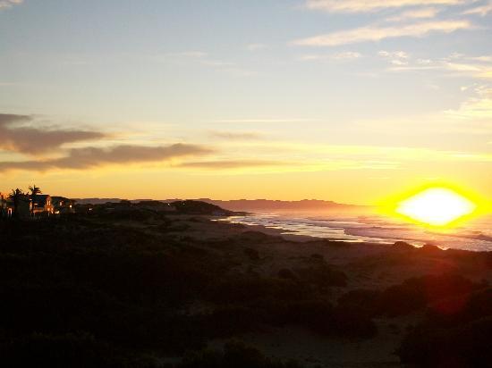 Moya Manzi Beach House : Sunset from the room