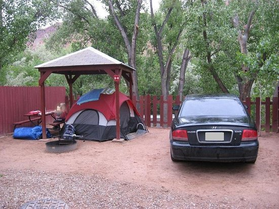 Canyonlands RV Resort & Campground: Partial covered tent site
