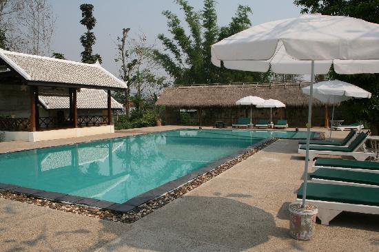 Luang Prabang Paradise Resort: Piscine