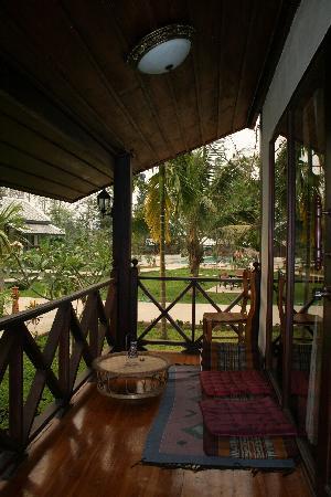 """Luang Prabang Paradise Resort: Bungalow """"deluxe"""" - terrasse"""