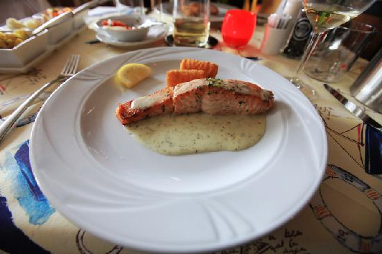 Hotel de Harmonie: Main dish - Salmon