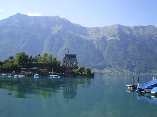 Hotel Chalet Du Lac: Looking across from the hotel