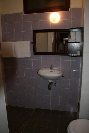 Hotel Khamvongsa: Salle d'eau