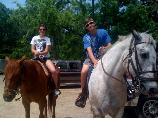 Hickory Hollow Horse Farm : Kaiti on Dakota and Cody on Rio