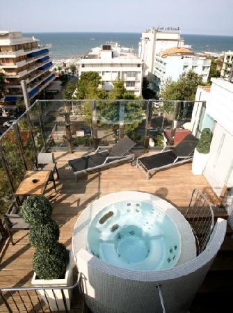 Idromassaggio sulla terrazza panoramica - Foto di Hotel Fantasy ...