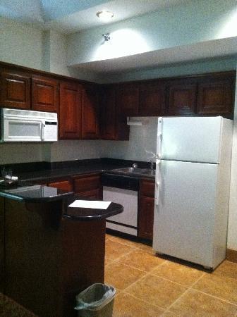 Holiday Inn Express Branson - Green Mountain Drive: kitchen