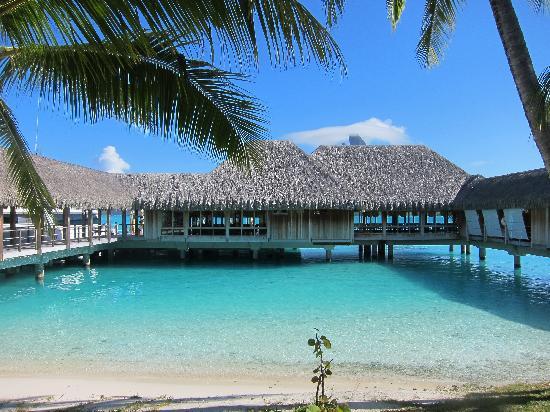 The St. Regis Bora Bora Resort: Lagoon restaurant