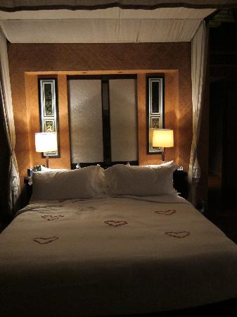 The St. Regis Bora Bora Resort: Bed turndown