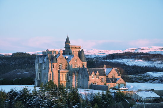 Tobermory, UK: Winter sun setting on the castle