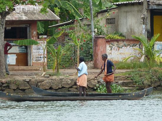 Ayana's Homestay: Local fishermen