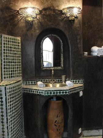 Riad Malaika: Bathroom
