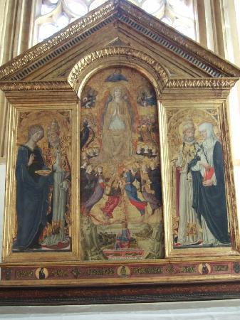 Пиенца, Италия: サーノ・ディ・ピエトロの「玉座の聖母子と諸聖人」