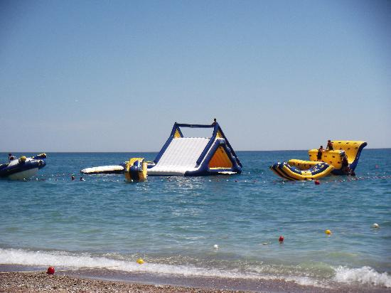 Otium Hotel Seven Seas: aqua slides at the beach