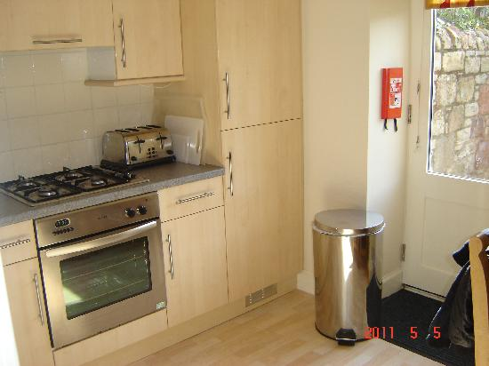 Swanston Farm Holiday Cottages: the kitchen