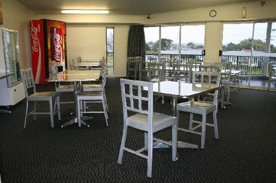 Silver Fern Lodge: dining area