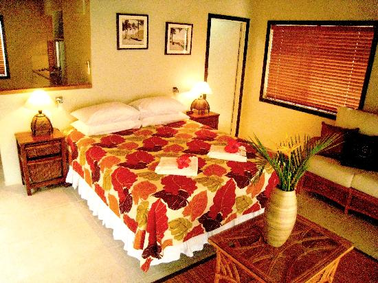 Muri Beach Resort: Villa Bedroom