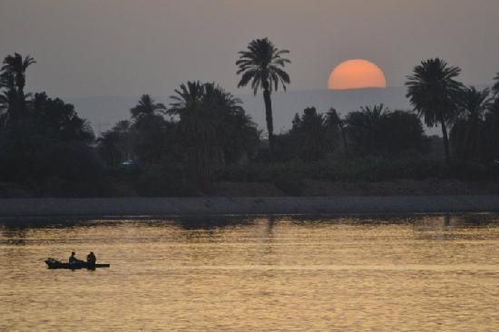 Nildalen, Egypt: sunset on the nile