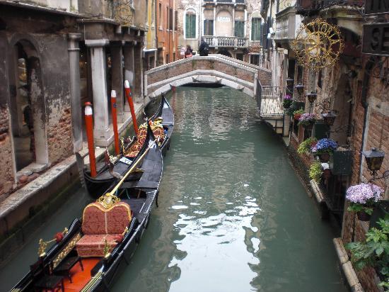 Hotel Bernardi Semenzato: canale e gondola