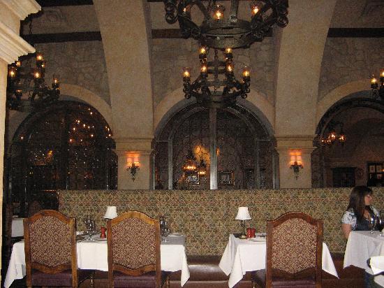 Sonoma Cellars Steakhouse at Sunset Station: Interor