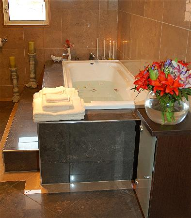 Angel Luxury Lodge: Cloudy Bay Suite Bathroom