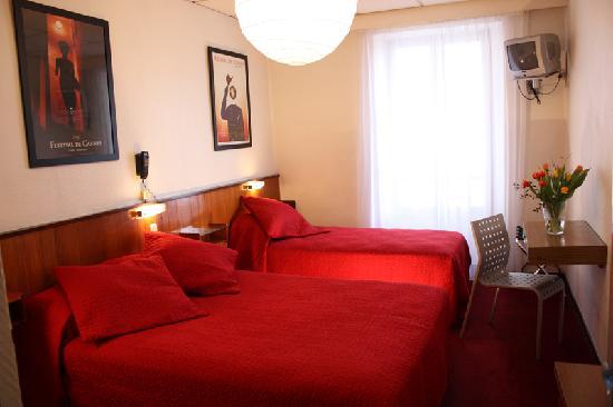 Azurene Royal Hotel: triple room